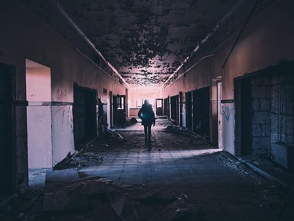 hallway-1245845_640